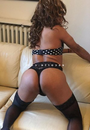 Nene escorte girl massage naturiste à Gujan-Mestras